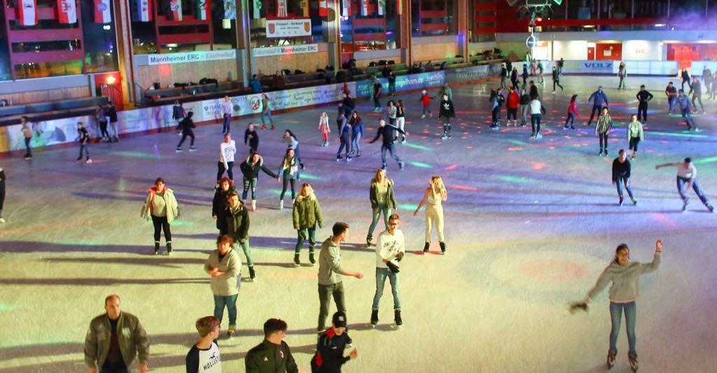 Buntes Treiben bei der Eisdisco | Foto: Stadt Mannheim / Markus Prosswitz