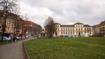 Zentraler Ort der Neckarstadt-West: Der Neumarkt. Links der Kulturkiosk, im Hintergrund die Neckarschule | Foto: CKI