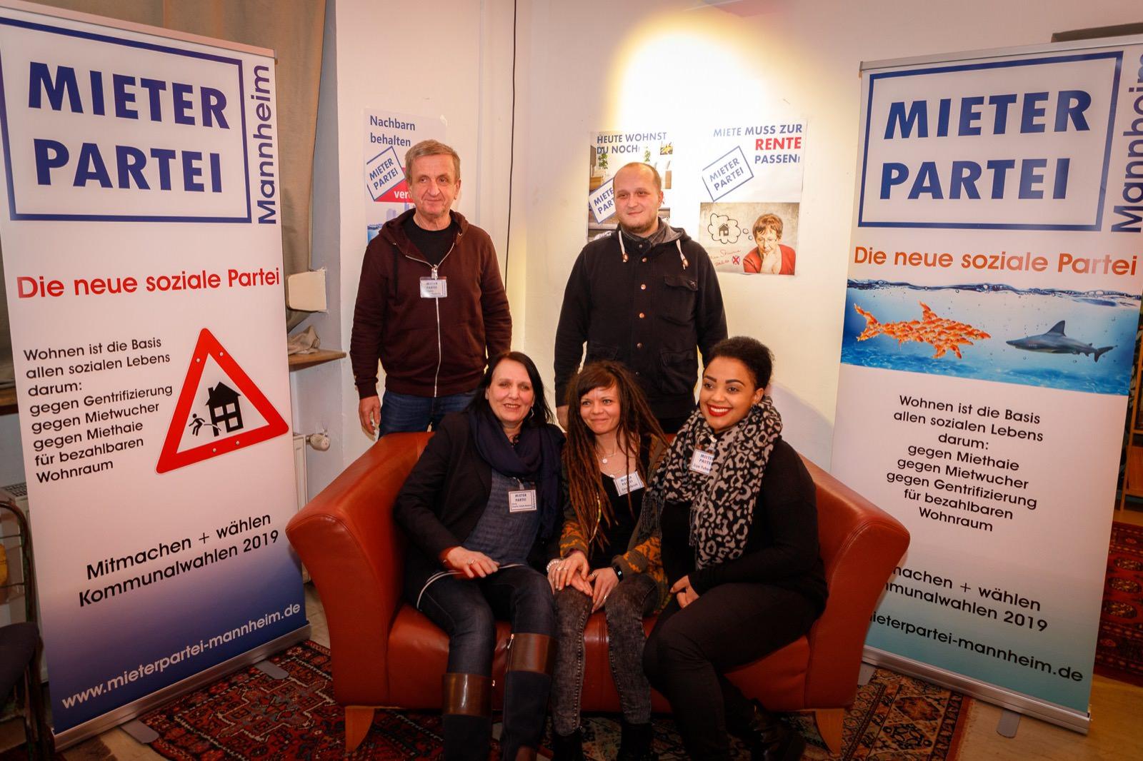 Gruppenfoto der Mieterpartei im Café Cohrs | Foto: CKI