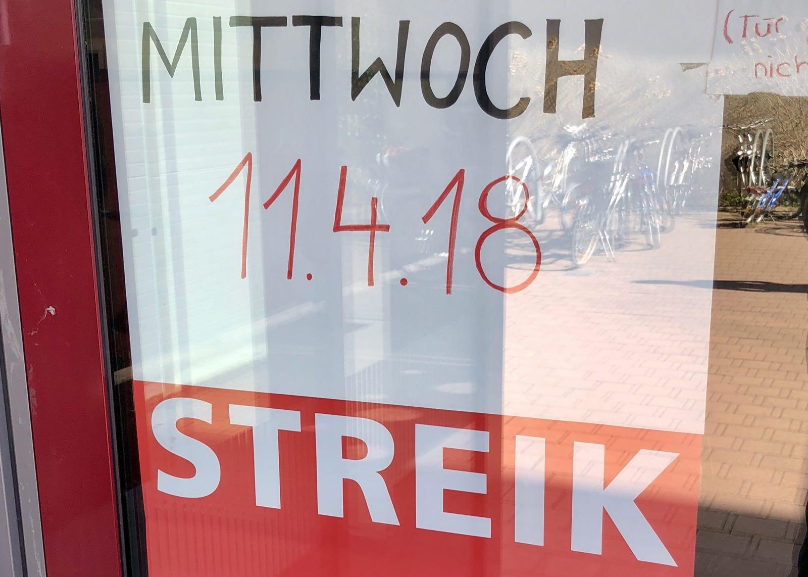 Streikankündigung an der Tür einer städtischen Einrichtung | Foto: M. Schülke