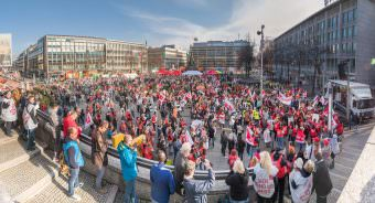 3000 Streikende versammelten sich nach einem Sternmarsch auf dem Paradeplatz | Foto: CKI