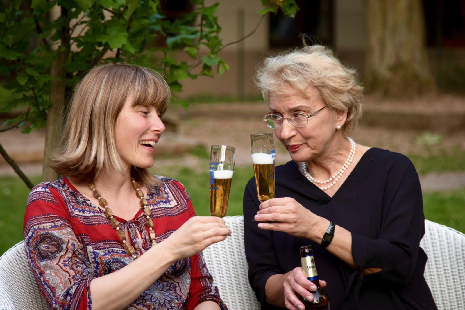 Unsere Autorin Christin traf sich zum Klönschnack mit Christiane Brasse-Nothdurft im Garten der Melanchthonkirche | Foto: Thomas Müller