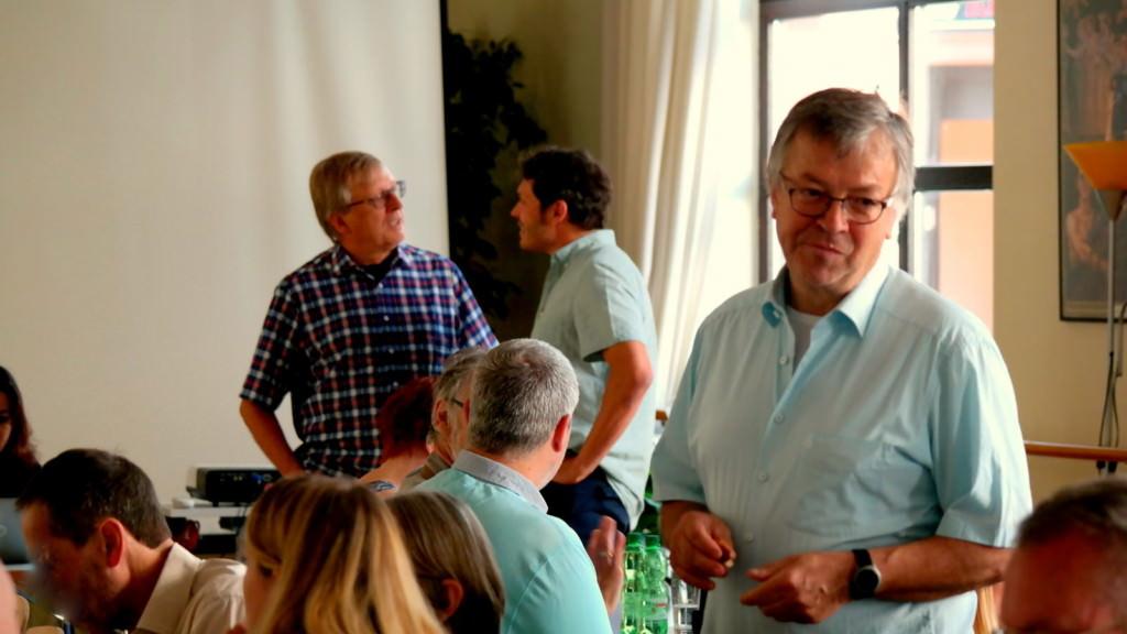 Die Neckarstädter Linken-Politiker Stadtrat Thomas Trüper aus dem Herzogenried (hinten, mit Brille), vorne Roland Schuster, Bezirksbeirat in Neckarstadt-West, hatten bei der Fachtagung im Bürgerhaus ein Heimspiel | Foto: Christian Ratz