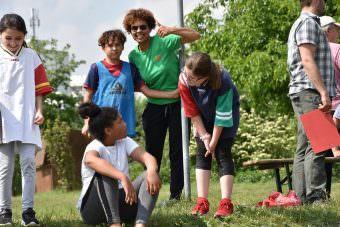 Quartiermanagerin Jennifer Yeboah (Herzogenried) motiviert die teilnehmenden Kinder | Foto: Harry Siegert