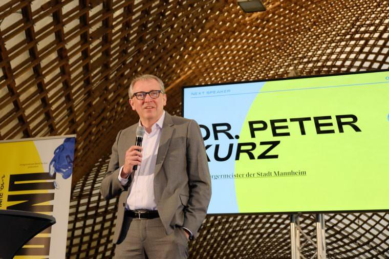 Dr. Peter Kurz bei der Eröffnung in der Multihalle | Foto: Uncover Mannheim, Thomas Bergbold