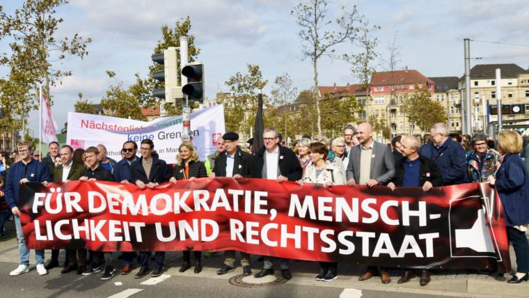 In der Mitte Oberbürgermeister Dr. Peter Kurz | Foto: M. Schülke