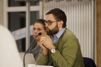 Dr. Johannes Schuler, im Hintergrund Stefanie Heß (beide Grüne) | Foto: CKI