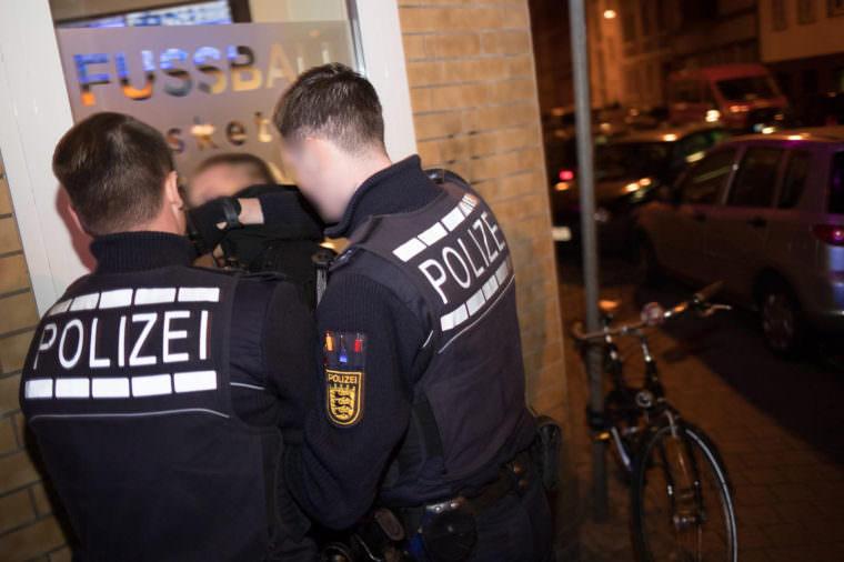 Festnahme des Filmenden an der Ecke Pflügersgrundstraße | Foto: CKI