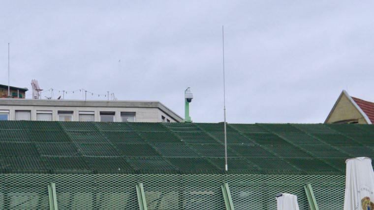 Auch vom Dach des Platzhauses wird rundum jede Bewegung auf dem Alten Messplatz überwacht und aufgezeichnet | Foto: M. Schülke
