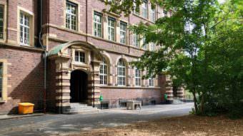 uhlandschule 2018 340x191 - Videoüberwachung: Erster Bürgermeister und Polizeipräsident sollen auf Bezirksbeiratssitzung informieren