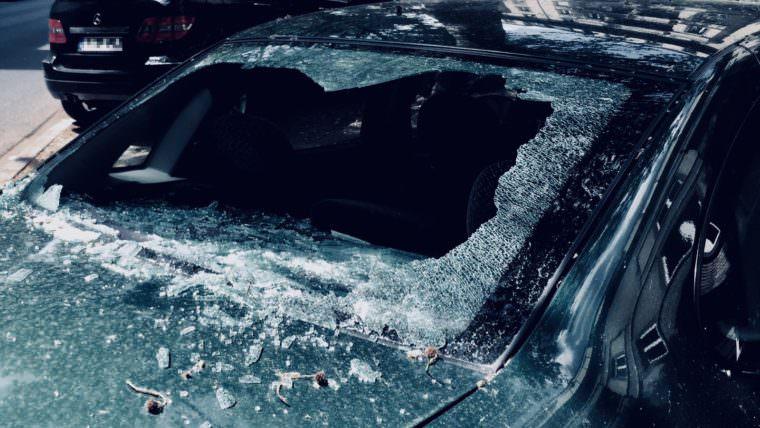 Eingeschlagene Autoscheibe (Symbolbild) | Foto: M. Schülke