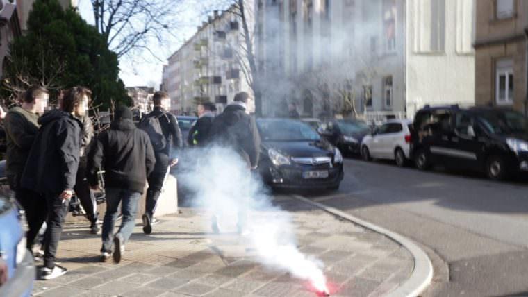 Rechtsextreme Angreifer auf der Flucht | Videostandbild: privat