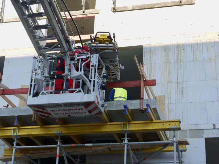 Die Höhenrettung der Feuerwehr musste den Verletzten bergen | Foto: M. Schülke