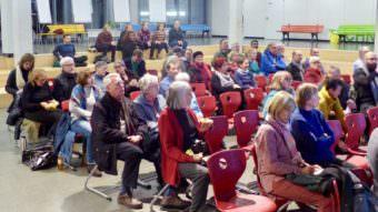Über 50 neugierige Bürger*innen, vorwiegend aus der Neckarstadt-Ost und interessierte Politiker*innen aus dem Gemeinderat und dem Bezirksbeirat Neckarstadt-Ost beim Bürgerbeteiligungsprozess | Foto: Liebert