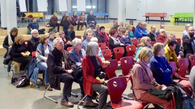 Über 50 neugierige Bürger*innen, vorwiegend aus der Neckarstadt-Ost und interessierte Politiker*innen aus dem Gemeinderat und dem Bezirksbeirat Neckarstadt-Ost fanden den Weg in die IGMH | Foto: Liebert