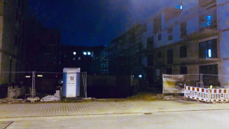 Nachts ist die Baustelle für Diebe oder Vandalen oft frei zugänglich | Foto: M. Schülke