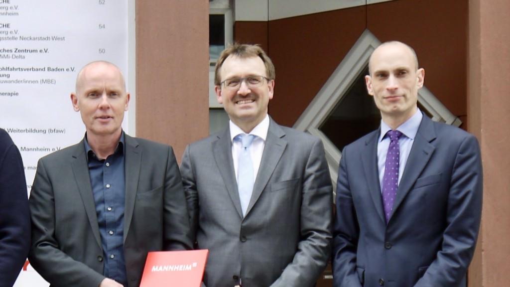 Achim Judt (Geschäftsführer MWSP), Karl-Heinz Frings (Geschäftsführer GBG und MWSP) und Petar Drakul (persönlicher Referent des Oberbürgermeisters) freuen sich über positive Presse. Wird es kritisch, können sie auch mal ärgerlich werden und die Pressefreiheit links liegen lassen | Foto: M. Schülke
