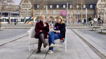 Ein Nordlicht und eine Pfälzerin mitten auf dem Alten Messplatz. So richtig warm war es noch nicht | Foto: M. Schülke