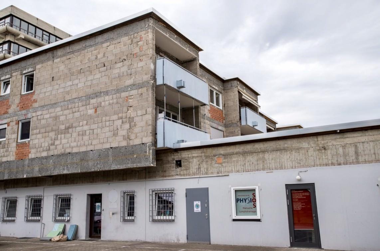 Die Fassaden der Wohnungen im Obergeschoss werden zur Zeit saniert | Foto: CKI