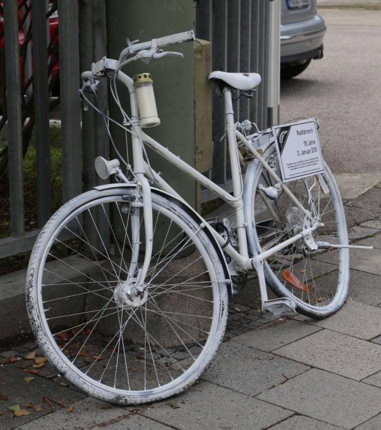 Ein Ghost Bike, das in München abgestellt wurde | Foto: Rufus46 (cc by-sa 3.0)