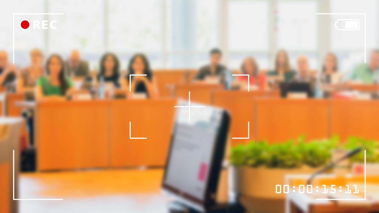 Die Grüne Gemeinderatsfraktion beantragen für mehr Transparenz Liveübertragungen aus dem Gemeinderat | Foto: Alexander Kästel (www.rentadesigner.de), Bildmontage: Neckarstadtblog