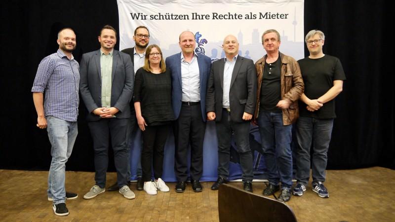 v.l. Andreas Lindemann (Ersatz-Revisor), Benjamin Klingler (Kassierer), Achim Rathgeb (Beisitzer), Barbara Kladt (Beisitzerin), Gabriel Höfle (Vorsitzender), Alexander Sauer (Stellvertretender Vorsitzender), Karlheinz Paskuda (Stellvertretender Vorsitzender), Damian Wiench (Schriftführer)   Foto: M. Schülke