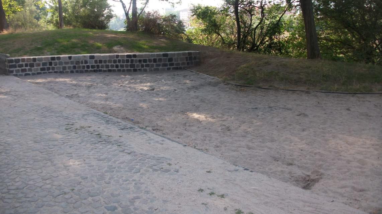 Mehrere Spielgeräte werden auf dem Spielplatz vermisst, hier Rutsche und Wippe | Foto: privat