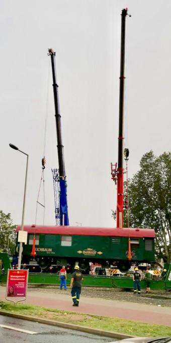 Abtransport der Waggons des Alten Bahnhofs am Freitag | Foto: Lesereinsendung