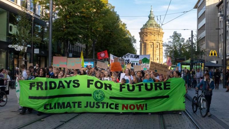 8000 bis 10.000 Menschen allen Alters gingen in Mannheim für das Klima auf die Straße   Foto: CKI