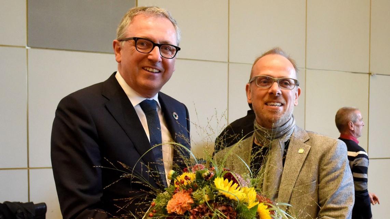 Der Oberbürgermeister gratuliert dem neuen Bildungsbürgermeister Dirk Grunert | Foto: Stadt Mannheim / Tröster