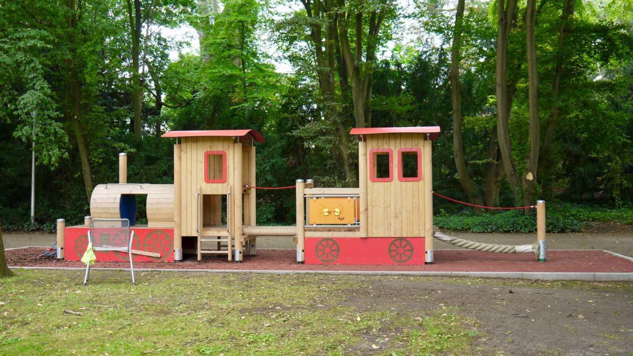 Ein neuer Spielzug ist im Herzogenriedpark angekommen, doch offenbar gerät der Fahrplan des Stadtparks ins Stocken | Foto: M. Schülke