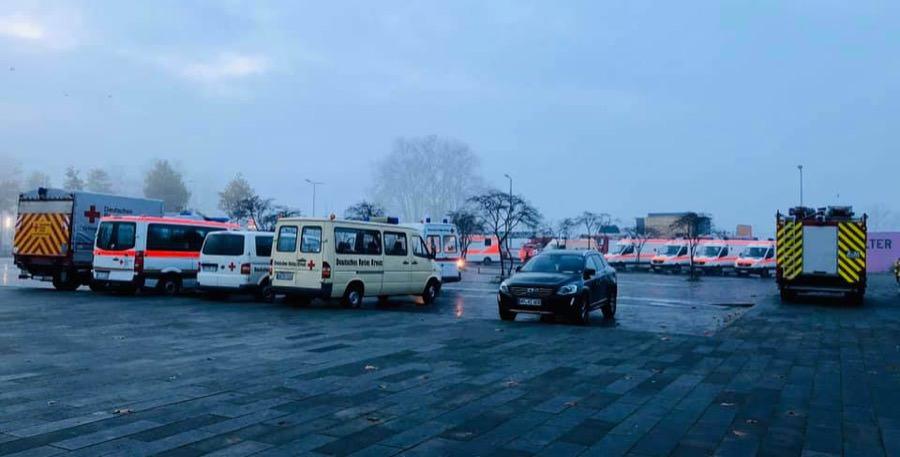 Am frühen Morgen diente der Alte Messplatz einer Vielzahl an Einsatzfahrzeugen als Parkplatz | Foto: privat