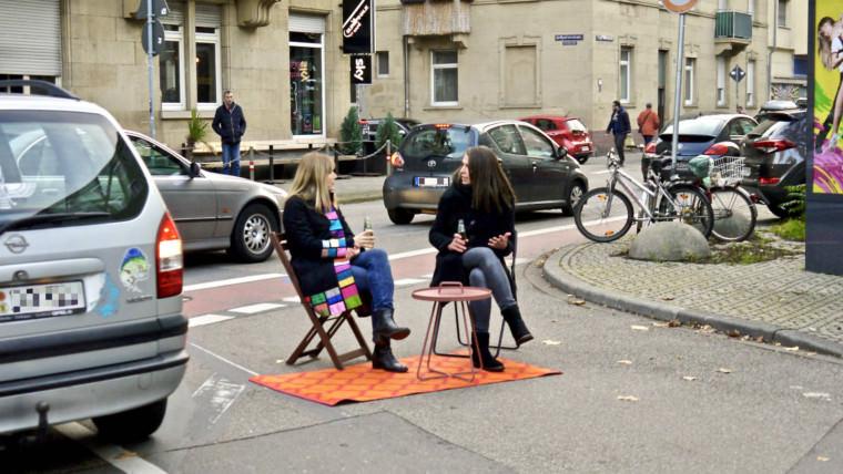 Umzingelt von fahrenden und parkenden Blechbüchsen und Abgasen | Foto: M. Schülke