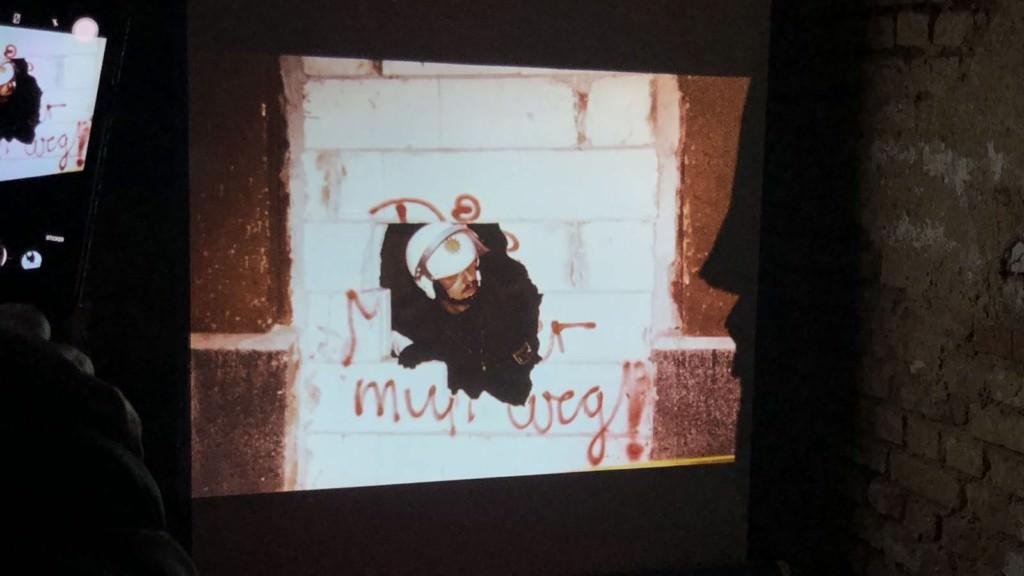 Katz- und Maus-Spiele zwischen Aktivisten und Polizisten in den Neunzigerjahren wurden im Kellerkino in der Waldhofstraße gezeigt | Foto: M. Schülke