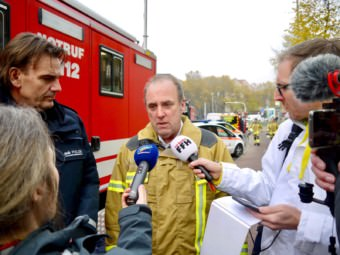 Am Mikrofon: Feuerwehrkommandant Karlheinz Gremm | Foto: M. Schülke