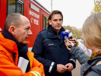 Am Mikrofon: Polizeipräsident Andreas Stenger | Foto: M. Schülke