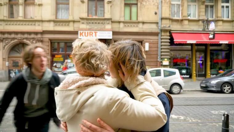 Homophober Hass auf offener Straße | Screenshot: CACM