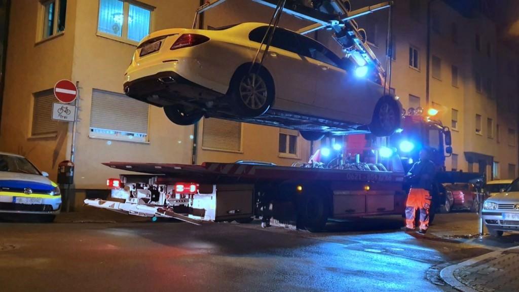 Dieses Fahrzeug stand ordnungswidrig im Fünf-Meter-Bereich einer Kreuzung und wurde daher abgeschleppt | Foto: Stadt Mannheim