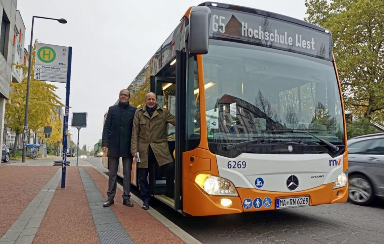 Erster Bürgermeister und ÖPNV-Dezernent Christian Specht und Christian Volz, Kaufm. Geschäftsführer der RNV, bei der Vorstellung der Linie 65 | Foto: Stadt Mannheim