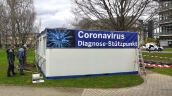 Am Corona Diagnose-Stützpunkt werden noch letzte Aufbauarbeiten verrichtet   Foto: M. Schülke