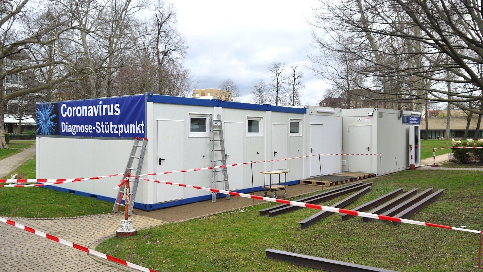 Der frisch aufgebaute Corona Diagnose-Stützpunkt auf dem Gelände des Universitätsklinikums   Foto: M. Schülke