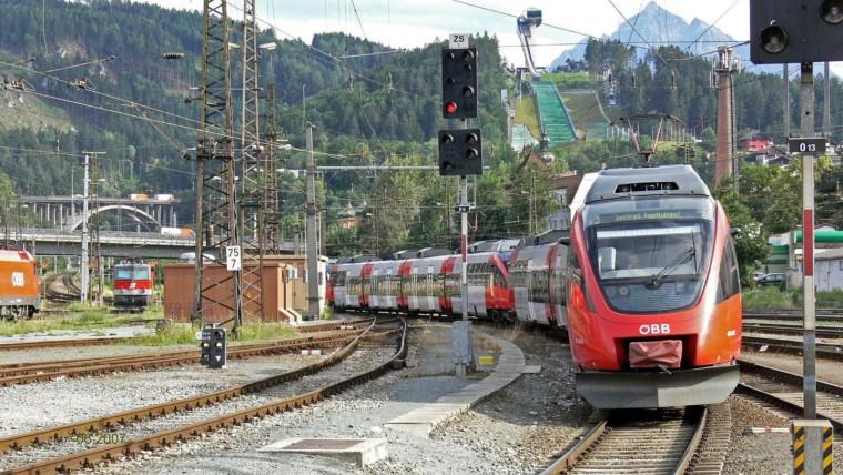 Ein Zug der ÖBB (Symbolbild)   Foto: Erich Westendarp (via Pixabay)