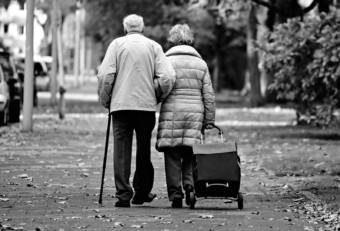 Senioren (Symbolbild) | Foto: Mabel Amber (via Pixabay)
