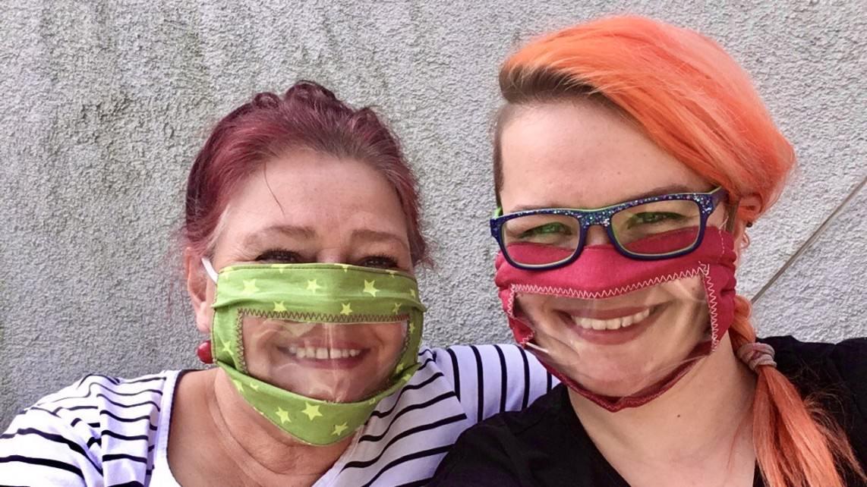 community masken mit sichtfenster jojo baerbel 1142x642 - Community-Masken mit Sichtfenster helfen Hörgeschädigten