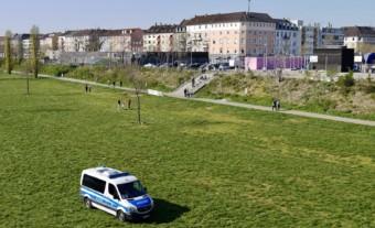 Polizeistreifen kontrollieren das Aufenthaltsverbot auf der nördlichen Neckarwiese | Foto: M. Schülke