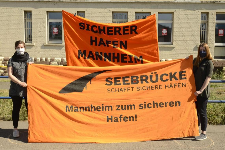 """0001 152220 seebrucke menschenkette industriesrtasse 26.04.2020 copyright by helmut roos at web.de  1142x761 - Räumung der LEA und wie es weiter geht im """"Sicheren Hafen"""" Mannheim"""