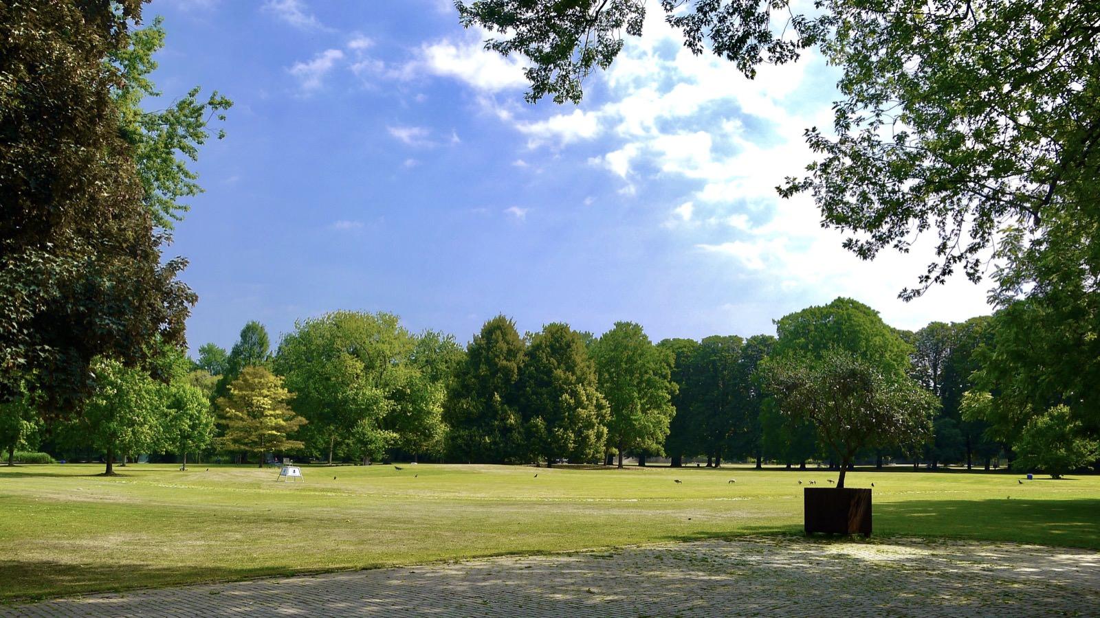 herzogenriedpark wiese p1080491 - Stadtparks öffnen für Besitzer*innen einer Jahreskarte