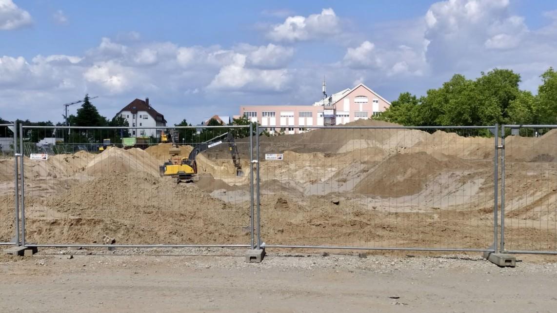 Noch lange nicht fertig: Bagger auf den Baufeldern 4 und 5 | Foto: KHP