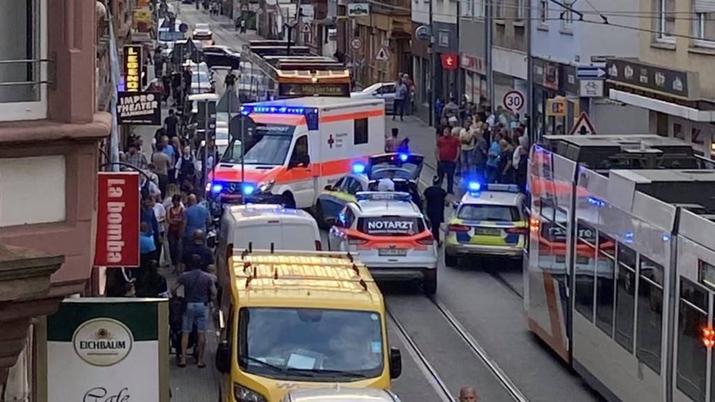 Die sofort eingeleiteten Rettungsmaßnahmen konnten einer Person nicht mehr das Leben retten | Foto: zg