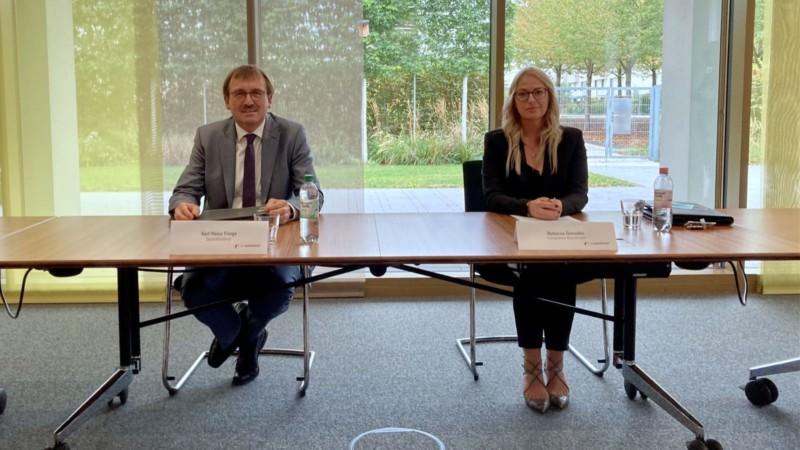 Karl-Heinz Frings, Geschäftsführer der GBG (l.) und die Compliance-Beauftrage Rebecca Gonzalez stellten die Ergebnisse der Prüfung ihrer internen Prozesse vor | Foto: M. Schülke